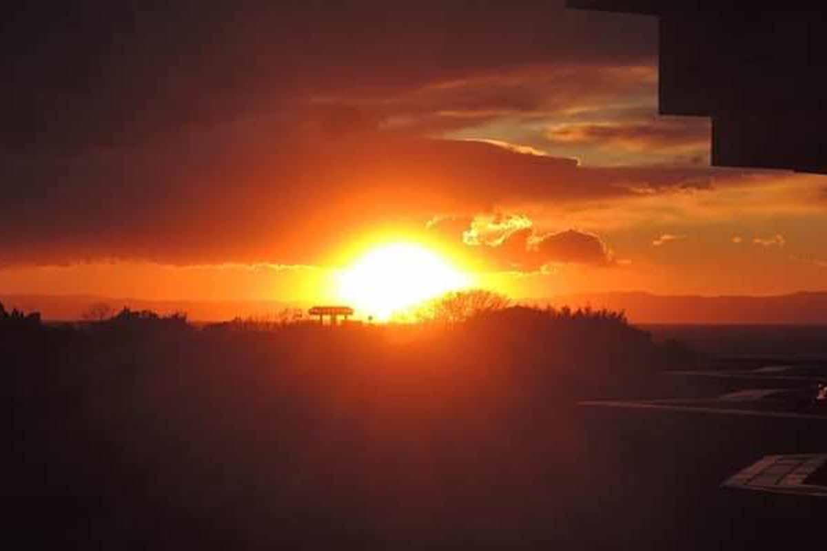 弊社事務所から見た奇麗な夕焼