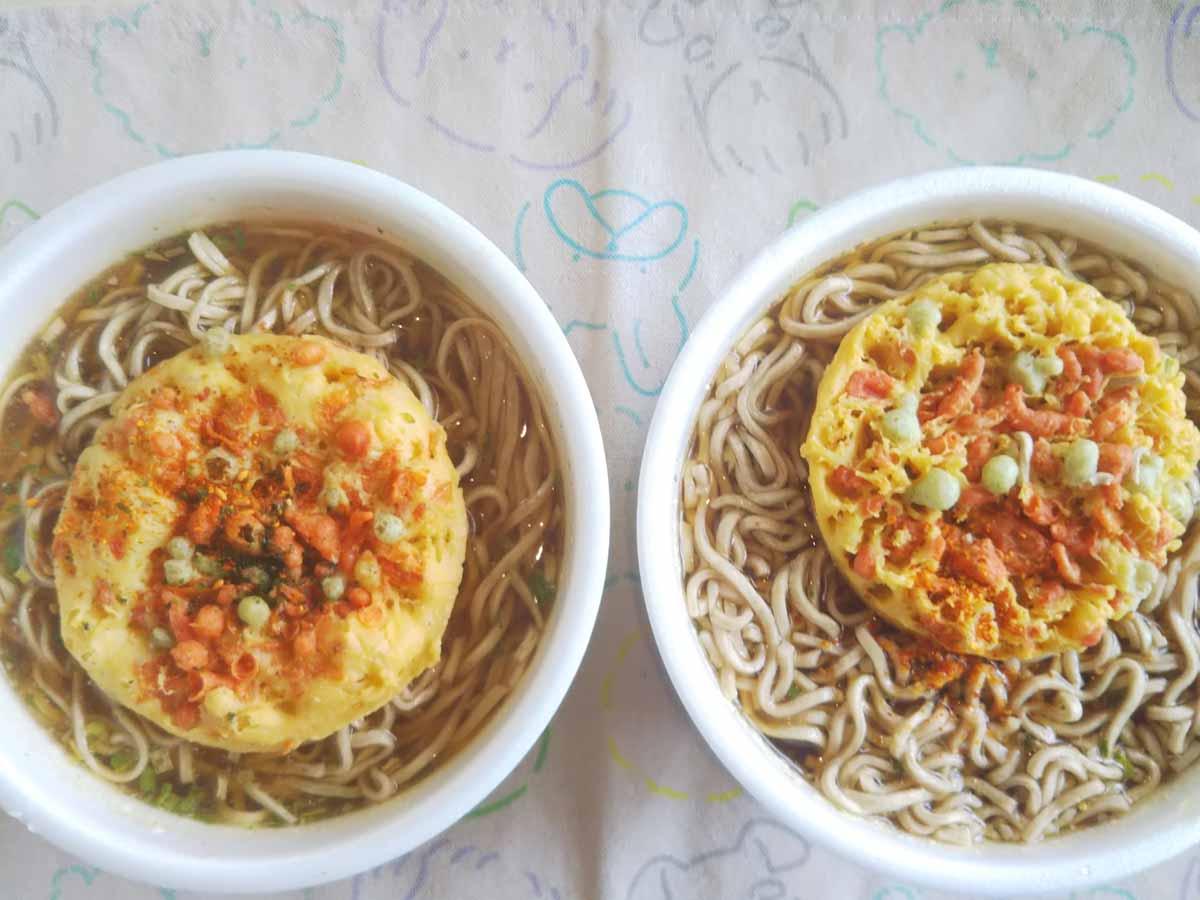 日清 vs マルちゃん天ぷらそば対決実食画像